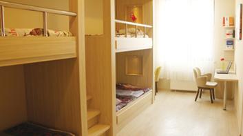 İstanbul 29 Mayıs Üniversitesi Ümraniye Kız Öğrenci Konukevi oda ve yatak görünümü