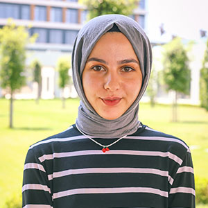 Melike Tayfur - Türk Dili ve Edebiyatı